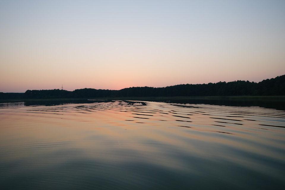 Hausboot Mecklenburgische Seenplatte Sonnenuntergang Schwäne