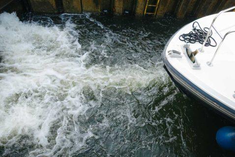 Hausboot Schleuse LeBoat Meklenburg