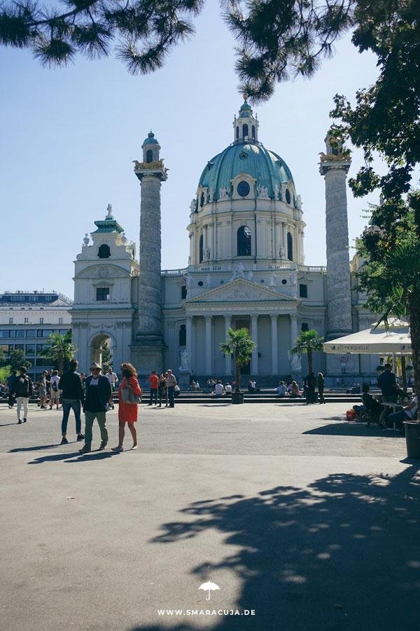 Karlskirche in Wien Sädtereise Ibis Styles Wien